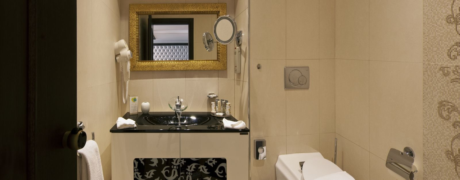 427_La_Marquise_Vip_Presidential_Suite_Small_Bathroom_2